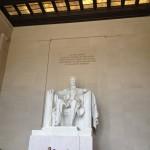 die sehr große Lincolnstatue im Lincoln-Memorial